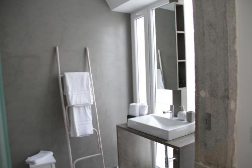 A bathroom at Vila Prata 1
