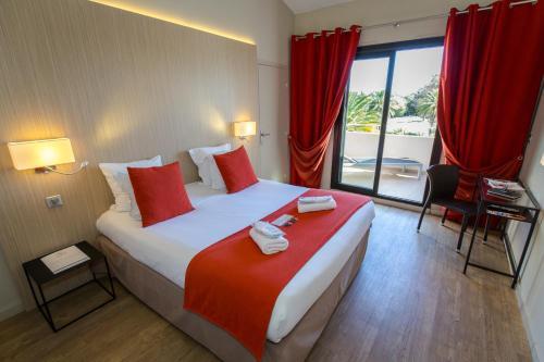 Un ou plusieurs lits dans un hébergement de l'établissement Hôtel Soleil Vacances de Saint Tropez