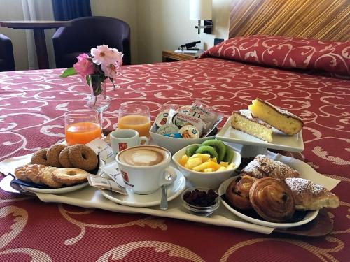Breakfast options available to guests at MH Hotel Piacenza Fiera