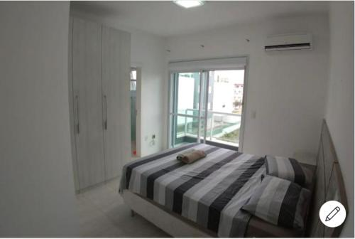 Cama o camas de una habitación en APARTAMENTO NA PRAIA (RIO TAVARES)