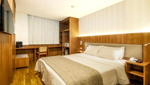 Cama ou camas em um quarto em Hotel Astoria Copacabana