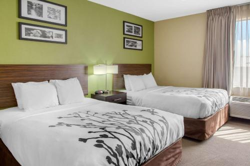 A bed or beds in a room at Sleep Inn & Suites Bakersfield North