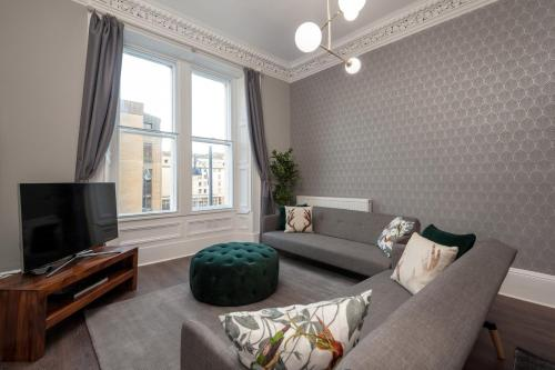 1 Bedroom Apartment in The West End Sleeps 4