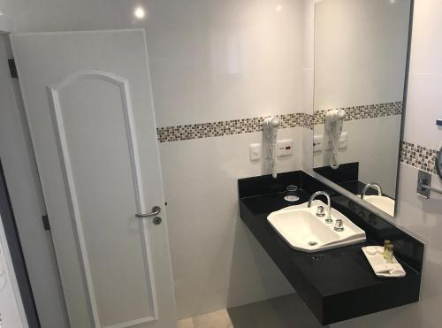 Um banheiro em Olinda Rio Hotel