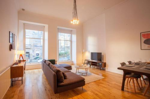 Incredible contemporary flat in heart of west end