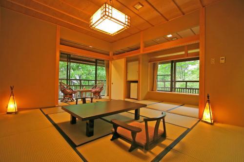 Table tennis facilities at Senjukaku or nearby