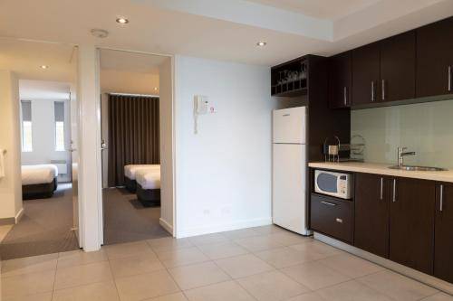 A kitchen or kitchenette at The Dolphin Apartments