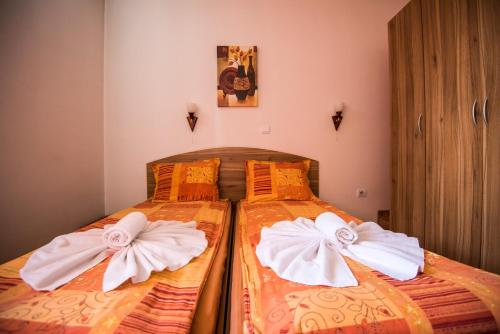 A bed or beds in a room at Vien Guest House