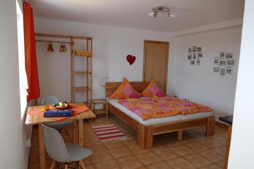 Cama ou camas em um quarto em Apartamento Alegre
