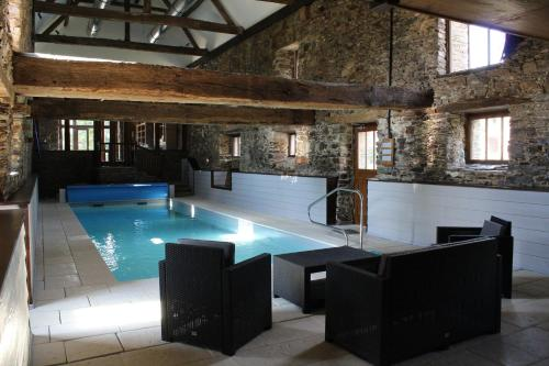 The swimming pool at or close to Le Manoir de la Vieille Douve