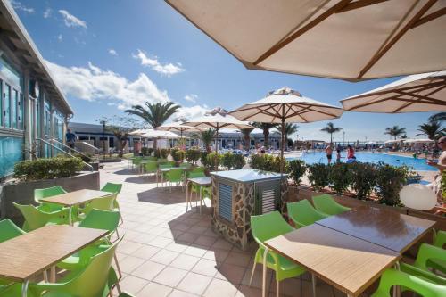Een restaurant of ander eetgelegenheid bij Playa Feliz