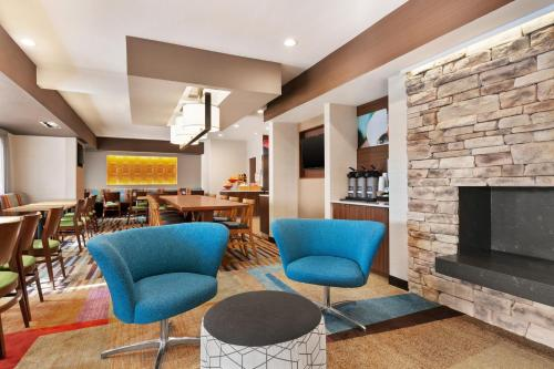 A seating area at Fairfield Inn Roseville