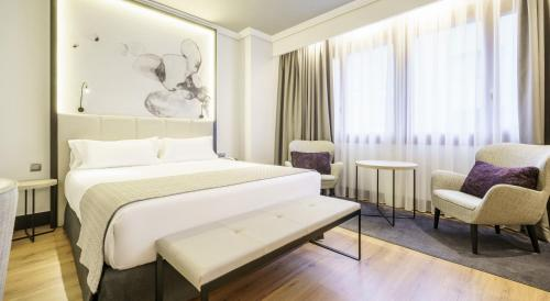 A bed or beds in a room at Hotel Ilunion Bilbao