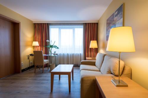 A seating area at relexa hotel Stuttgarter Hof