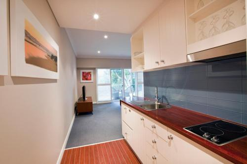 A kitchen or kitchenette at Seashells Yallingup