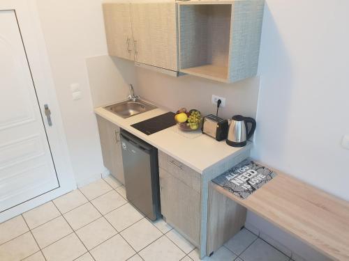 A cozinha ou cozinha compacta de Stalaktites Studios