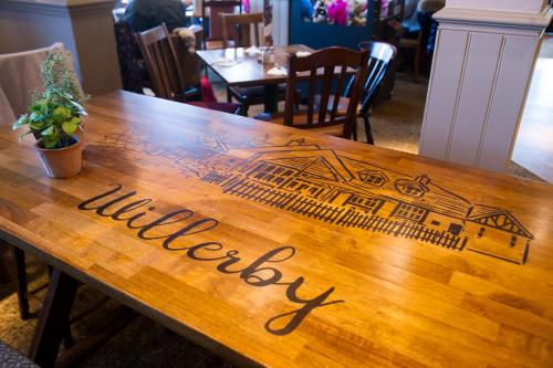 A restaurant or other place to eat at Innkeeper's Lodge Hull, Willerby