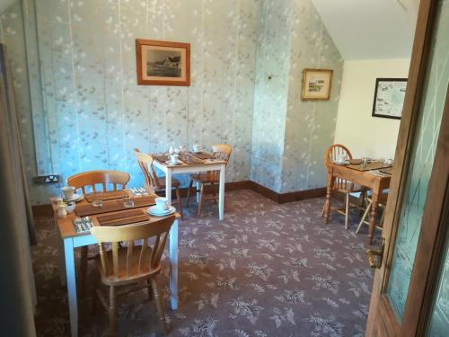 A restaurant or other place to eat at The Duke William Bed and Breakfast