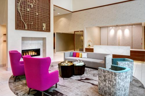 A seating area at Homewood Suites by Hilton Salt Lake City Downtown
