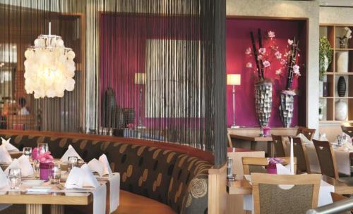 Ein Restaurant oder anderes Speiselokal in der Unterkunft Mövenpick Hotel Egerkingen