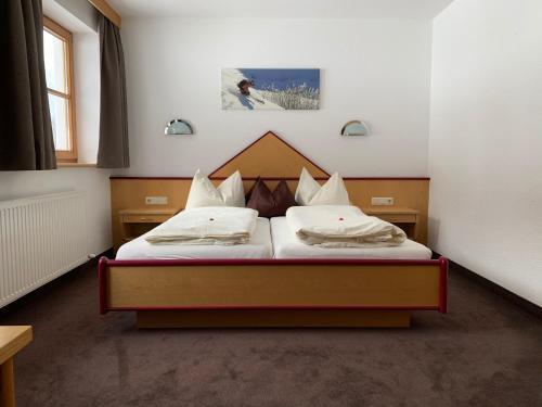 Ein Bett oder Betten in einem Zimmer der Unterkunft Pension Strolz