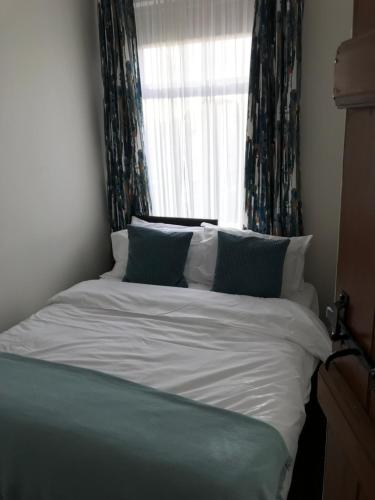 A bed or beds in a room at Mosley Common Road