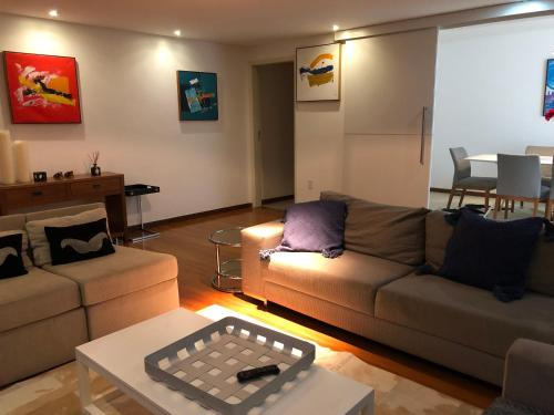 A seating area at Luxury 3 Bedroom Apartment - Barra