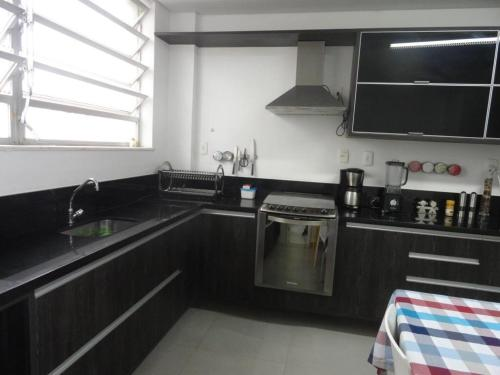 A kitchen or kitchenette at Luxury 3 Bedroom Apartment - Barra