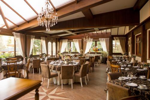 オテル リッタ ホップナーにあるレストランまたは飲食店