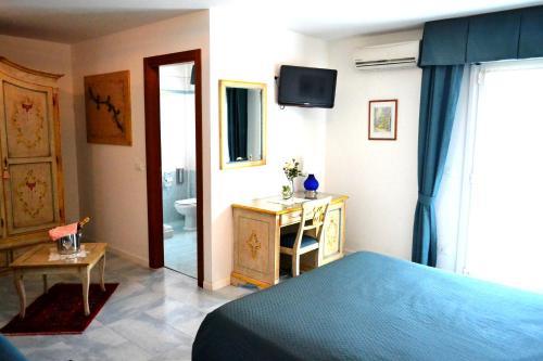 TV a/nebo společenská místnost v ubytování Hotel Oasi