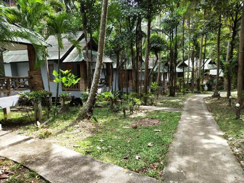 A garden outside Ao Nang Garden Home Resort