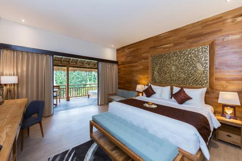 A bed or beds in a room at Manah Shanti Resort Ubud