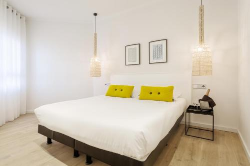 A bed or beds in a room at Ama Islantilla Resort