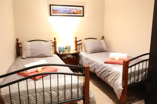 A bed or beds in a room at Perfectly located in the heart of Collins St Melbourne CBD