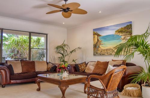 A seating area at Cronulla Beach House B&B