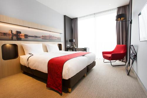 A bed or beds in a room at Corendon City Hotel Amsterdam