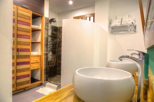 Casa de Leda, a Kali Hotelにあるバスルーム