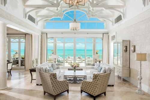 A restaurant or other place to eat at The Shore Club Turks & Caicos