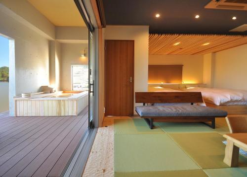 A bed or beds in a room at Koyokaku