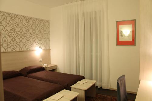 A bed or beds in a room at Hotel Appia 442