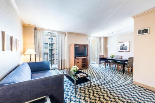 A seating area at One Washington Circle-A Modus Hotel