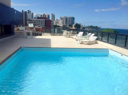 A piscina localizada em Flat Farol da Barra 2 ou nos arredores