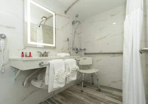 A bathroom at SureStay Plus Hotel by Best Western Sacramento Cal Expo