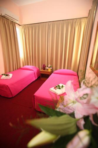 Ένα ή περισσότερα κρεβάτια σε δωμάτιο στο Ξενοδοχείο Εμπορικόν