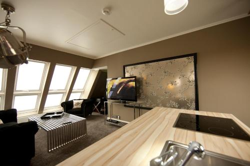 A television and/or entertainment center at Boutique-Hotel & Boardinghouse GEORGES