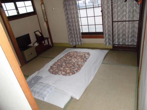 A bed or beds in a room at Minshuku Katsuya