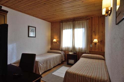 Llit o llits en una habitació de Hotel Els Puis