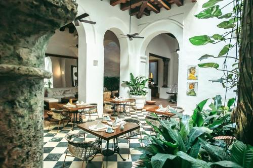 A restaurant or other place to eat at Amarla Boutique Hotel Cartagena