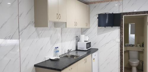 A kitchen or kitchenette at Bellhaven Park