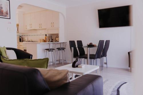 A seating area at Central Wagga Apartments #10